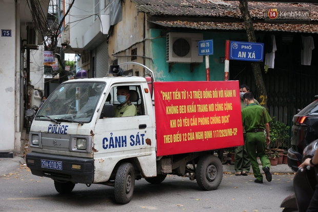 Hà Nội: Lực lượng chức năng ra quân tuyên truyền người dân dừng bán bia hơi và chợ cóc để phòng dịch Covid-19 - Ảnh 1.