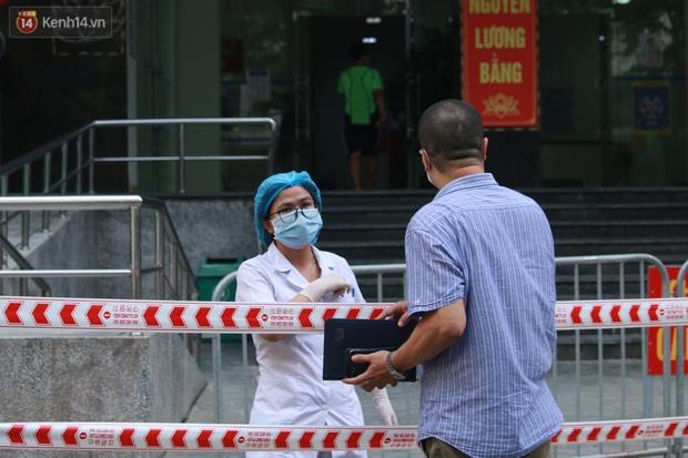 Hà Nội: Cách ly tạm thời chung cư 187 Nguyễn Lương Bằng, truy vết trường hợp tiếp xúc với ca mắc Covid-19 - Ảnh 5.