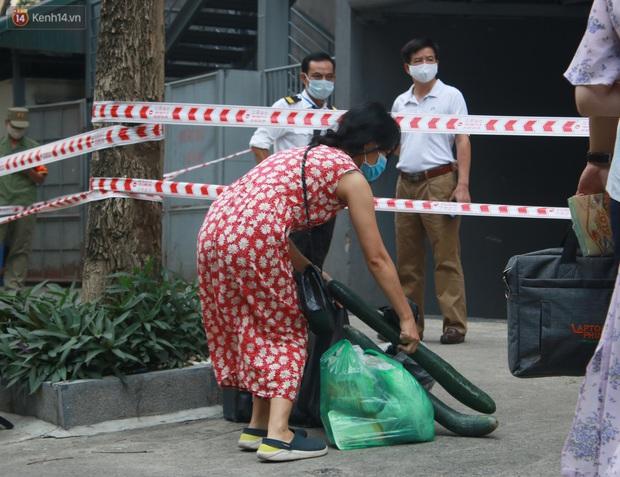 Hà Nội: Cách ly tạm thời chung cư 187 Nguyễn Lương Bằng, truy vết trường hợp tiếp xúc với ca mắc Covid-19 - Ảnh 8.