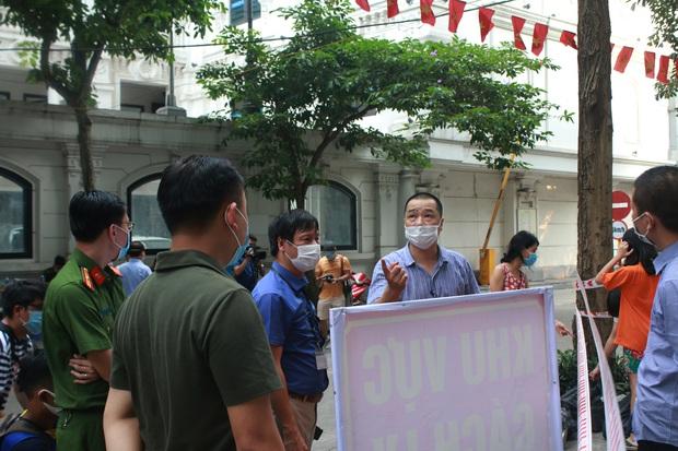 Hà Nội: Cách ly tạm thời chung cư 187 Nguyễn Lương Bằng, truy vết trường hợp tiếp xúc với ca mắc Covid-19 - Ảnh 3.