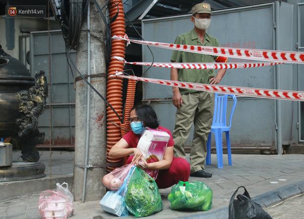 Hà Nội: Cách ly tạm thời chung cư 187 Nguyễn Lương Bằng, truy vết trường hợp tiếp xúc với ca mắc Covid-19 - Ảnh 9.