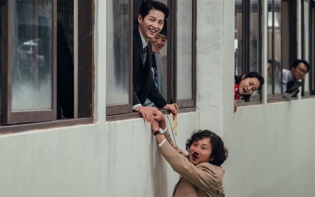 """Bạn diễn thừa nhận từng """"sốc visual"""" vì Song Joong Ki, đến nỗi liên tiếp quay hỏng trong Vincenzo, - Ảnh 2."""