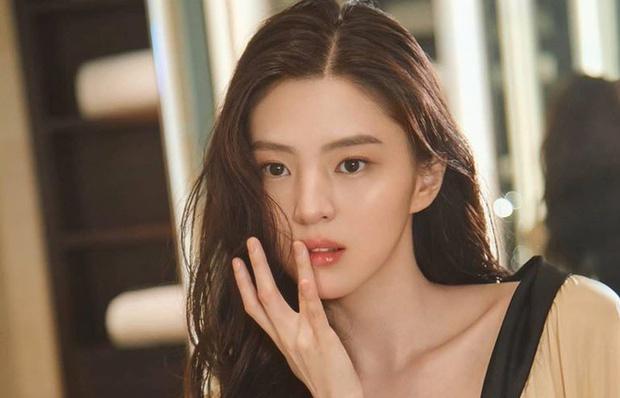Vừa bị đồn thế chỗ Seo Ye Ji, tiểu tam quốc dân Han So Hee đã vội vàng lên tiếng phủ nhận - Ảnh 1.