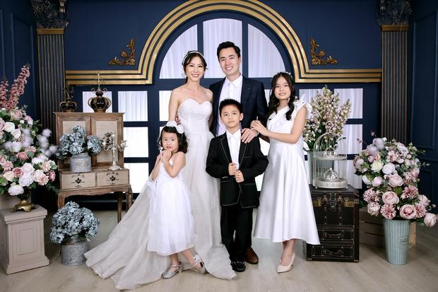 Đăng Khôi khoe ảnh kỷ niệm cưới bố mẹ: 2 anh em 100 điểm phong độ, nhìn hành động lộ luôn quan hệ mẹ chồng - nàng dâu - Ảnh 6.