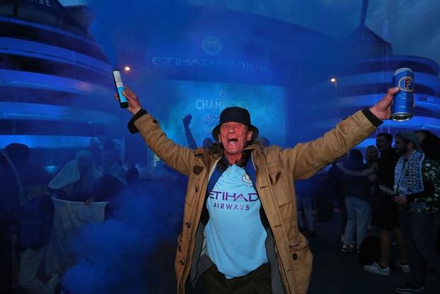 Man City chính thức vô địch Ngoại hạng Anh, Pep lập hàng loạt thành tích - Ảnh 3.