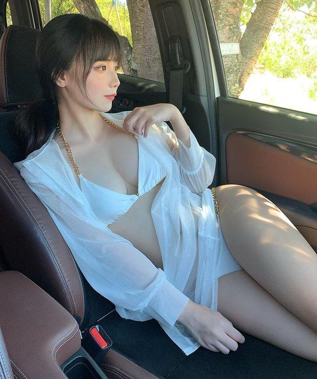 Tuyên bố khó chịu khi mặc quần áo, nữ streamer tự tin ở trần lên sóng và cái kết đắng ngắt - Ảnh 6.