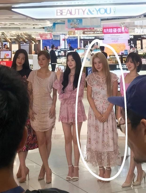 Yeri (Red Velvet) thường xuyên mặc xấu nhất nhóm: Hết lộ bụng mỡ tới mặc đồ như đồ chợ, bị stylist ghét hay gì? - Ảnh 2.