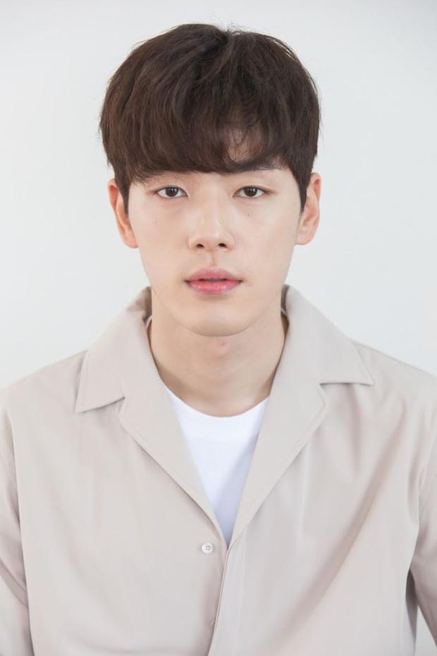 Biến mới: Tài tử Hạ Cánh Nơi Anh giữ lời hứa đến xin lỗi đạo diễn vì bê bối thô lỗ với Seohyun, cái kết gây tranh cãi nảy lửa - Ảnh 2.