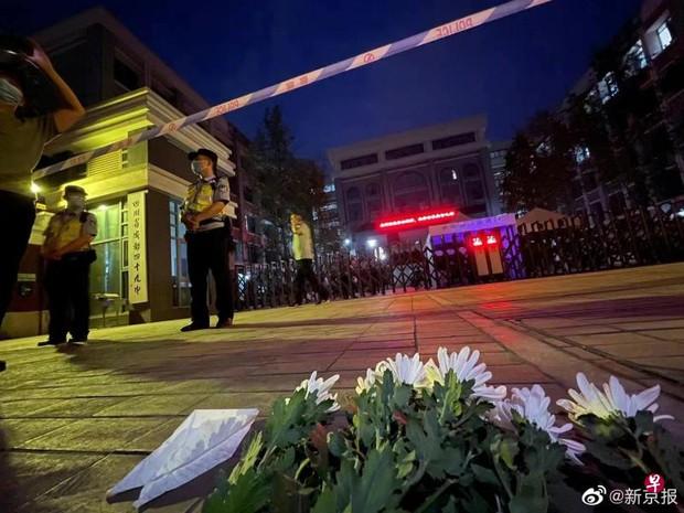 Vụ án chấn động Trung Quốc: Nam sinh 17 tuổi ngã từ lầu cao tử vong, nhà trường lẫn cảnh sát đều hành động hết sức kỳ lạ khiến dư luận dậy sóng - Ảnh 3.