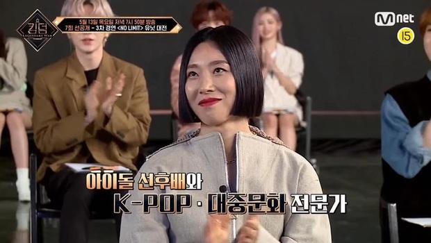 Netizen gọi Kingdom là rạp xiếc vì để tân binh debut 1 năm đánh giá tiền bối - Ảnh 3.