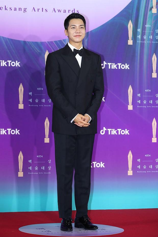 """Siêu thảm đỏ Baeksang 2021: Song Joong Ki - Kim Soo Hyun át cả nữ thần Suzy, """"ác nữ"""" Kim So Yeon o ép vòng 1 dẫn đầu đoàn sao Penthouse - Ảnh 17."""