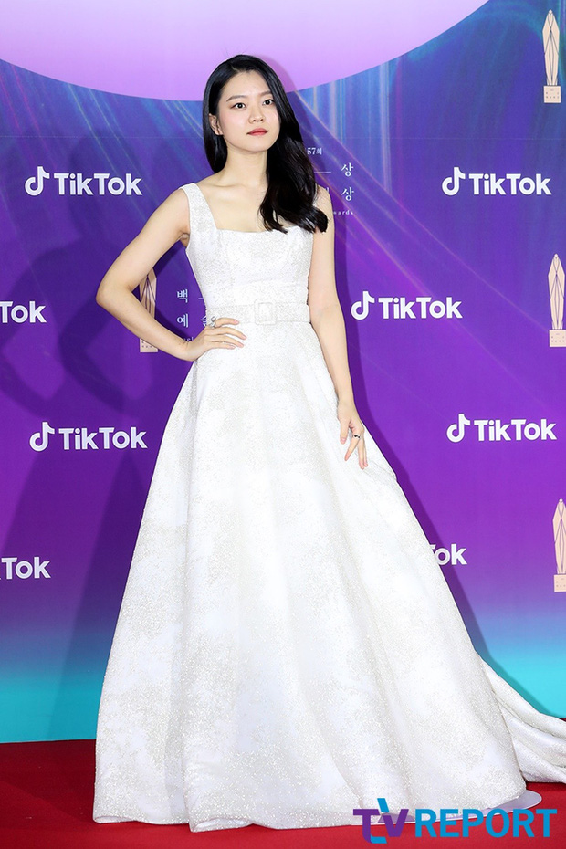 """Siêu thảm đỏ Baeksang 2021: Song Joong Ki - Kim Soo Hyun át cả nữ thần Suzy, """"ác nữ"""" Kim So Yeon o ép vòng 1 dẫn đầu đoàn sao Penthouse - Ảnh 36."""