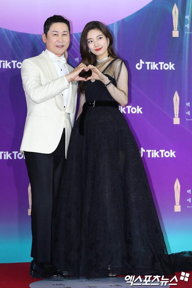 """Siêu thảm đỏ Baeksang 2021: Song Joong Ki - Kim Soo Hyun át cả nữ thần Suzy, """"ác nữ"""" Kim So Yeon o ép vòng 1 dẫn đầu đoàn sao Penthouse - Ảnh 3."""