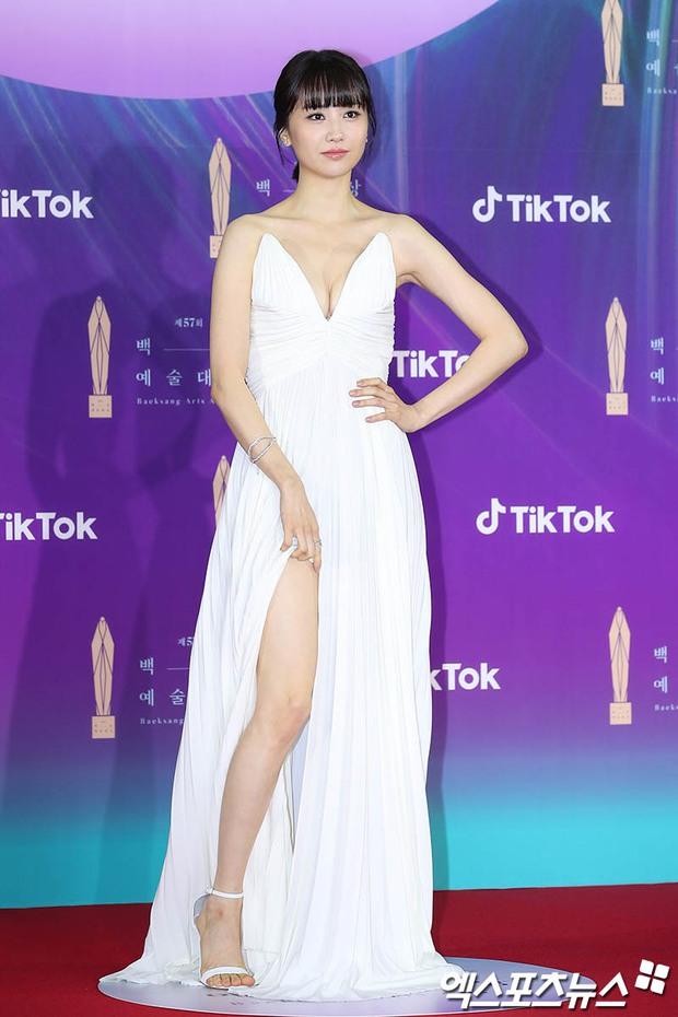 """Siêu thảm đỏ Baeksang 2021: Song Joong Ki - Kim Soo Hyun át cả nữ thần Suzy, """"ác nữ"""" Kim So Yeon o ép vòng 1 dẫn đầu đoàn sao Penthouse - Ảnh 13."""