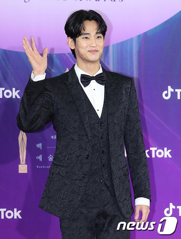 """Siêu thảm đỏ Baeksang 2021: Song Joong Ki - Kim Soo Hyun át cả nữ thần Suzy, """"ác nữ"""" Kim So Yeon o ép vòng 1 dẫn đầu đoàn sao Penthouse - Ảnh 11."""