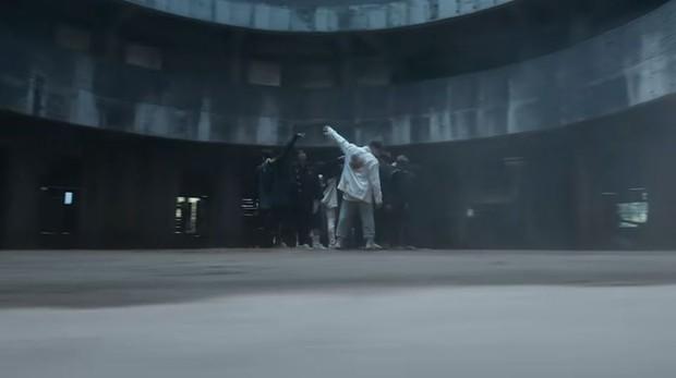 Tòa nhà bí ẩn trong MV Kpop: Từ IU, Chungha cho đến loạt nghệ sĩ của SM, JYP đều từng ghé qua - Ảnh 10.