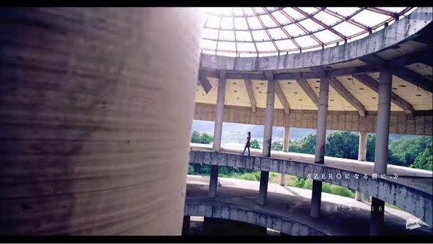 Tòa nhà bí ẩn trong MV Kpop: Từ IU, Chungha cho đến loạt nghệ sĩ của SM, JYP đều từng ghé qua - Ảnh 17.