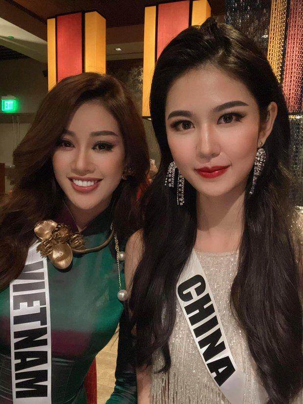 Khánh Vân gây sốt khi diện áo dài truyền thống ở Miss Universe, xinh nức nở đọ sắc với Hoa hậu xứ Trung trong 1 khung hình - Ảnh 7.