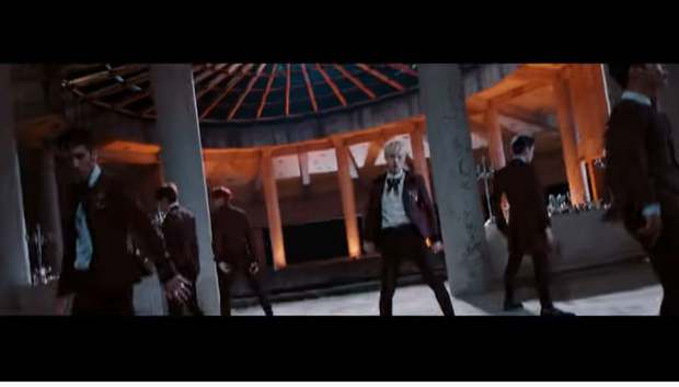 Tòa nhà bí ẩn trong MV Kpop: Từ IU, Chungha cho đến loạt nghệ sĩ của SM, JYP đều từng ghé qua - Ảnh 14.