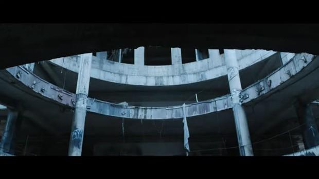 Tòa nhà bí ẩn trong MV Kpop: Từ IU, Chungha cho đến loạt nghệ sĩ của SM, JYP đều từng ghé qua - Ảnh 16.