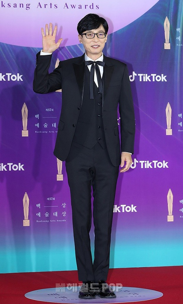 """Siêu thảm đỏ Baeksang 2021: Song Joong Ki - Kim Soo Hyun át cả nữ thần Suzy, """"ác nữ"""" Kim So Yeon o ép vòng 1 dẫn đầu đoàn sao Penthouse - Ảnh 20."""