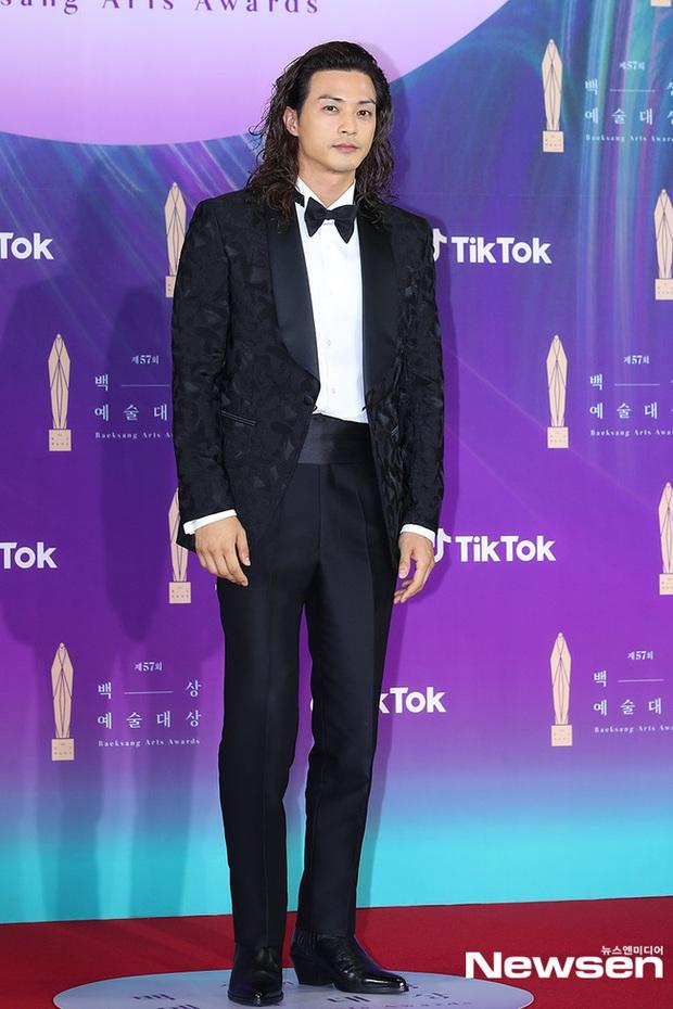 """Siêu thảm đỏ Baeksang 2021: Song Joong Ki - Kim Soo Hyun át cả nữ thần Suzy, """"ác nữ"""" Kim So Yeon o ép vòng 1 dẫn đầu đoàn sao Penthouse - Ảnh 50."""