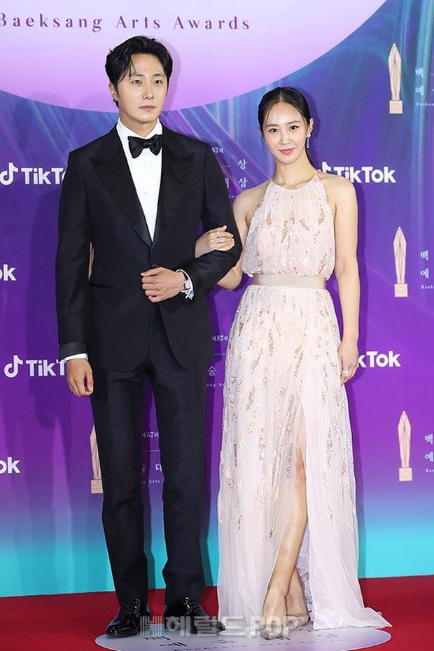 """Siêu thảm đỏ Baeksang 2021: Song Joong Ki - Kim Soo Hyun át cả nữ thần Suzy, """"ác nữ"""" Kim So Yeon o ép vòng 1 dẫn đầu đoàn sao Penthouse - Ảnh 12."""