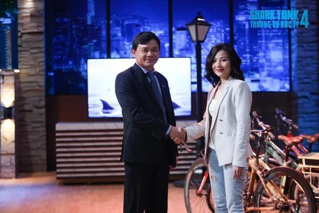 Nữ CEO xinh đẹp giải thích giọt nước mắt trước khi có màn chốt deal vì xinh gây sóng gió của Shark Phú - Ảnh 1.