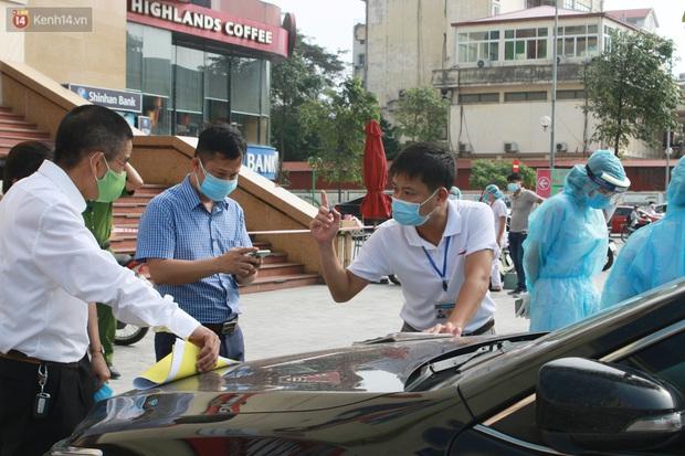Hà Nội: Phong tỏa tạm thời Chung cư Hồ Gươm Plaza sau khi ghi nhận ca dương tính với SARS-CoV-2 - Ảnh 1.