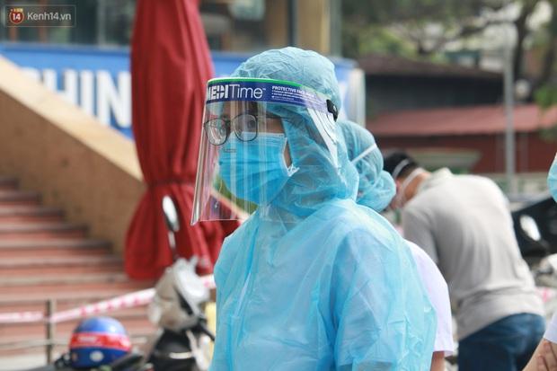 Hà Nội: Phong tỏa tạm thời Chung cư Hồ Gươm Plaza sau khi ghi nhận ca dương tính với SARS-CoV-2 - Ảnh 7.