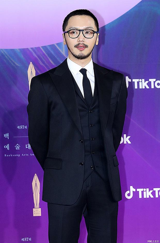 """Siêu thảm đỏ Baeksang 2021: Song Joong Ki - Kim Soo Hyun át cả nữ thần Suzy, """"ác nữ"""" Kim So Yeon o ép vòng 1 dẫn đầu đoàn sao Penthouse - Ảnh 47."""
