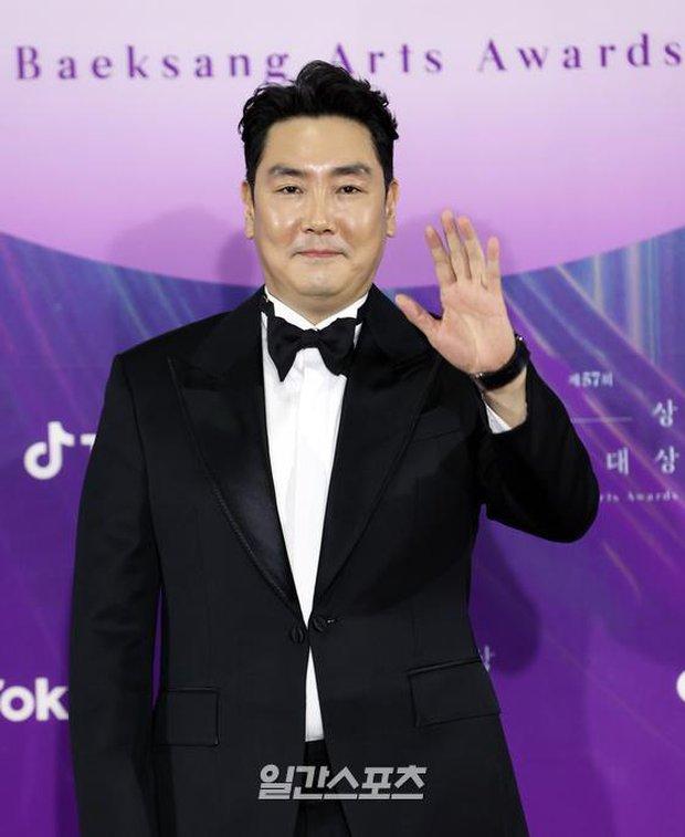 """Siêu thảm đỏ Baeksang 2021: Song Joong Ki - Kim Soo Hyun át cả nữ thần Suzy, """"ác nữ"""" Kim So Yeon o ép vòng 1 dẫn đầu đoàn sao Penthouse - Ảnh 56."""