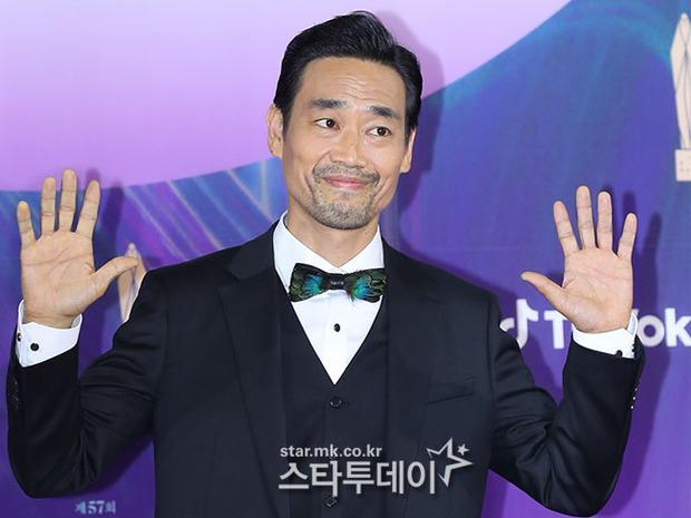"""Siêu thảm đỏ Baeksang 2021: Song Joong Ki - Kim Soo Hyun át cả nữ thần Suzy, """"ác nữ"""" Kim So Yeon o ép vòng 1 dẫn đầu đoàn sao Penthouse - Ảnh 49."""