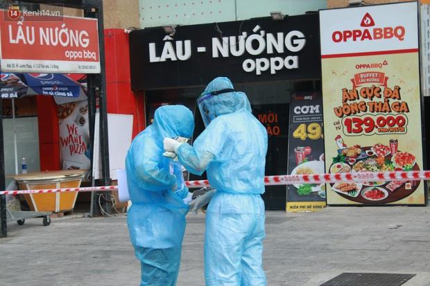 Hà Nội: Phong tỏa tạm thời Chung cư Hồ Gươm Plaza sau khi ghi nhận ca dương tính với SARS-CoV-2 - Ảnh 2.