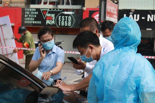 Hà Nội: Căng dây kín, phong tỏa tạm chung cư Booyoung nơi có ca dương tính SARS-CoV-2 - Ảnh 10.