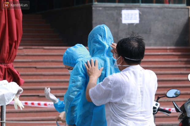 Hà Nội: Phong tỏa tạm thời Chung cư Hồ Gươm Plaza sau khi ghi nhận ca dương tính với SARS-CoV-2 - Ảnh 8.