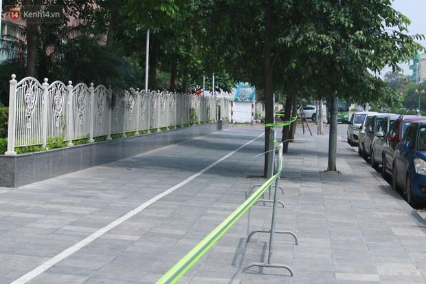 Hà Nội: Căng dây kín, phong tỏa tạm chung cư Booyoung nơi có ca dương tính SARS-CoV-2 - Ảnh 7.