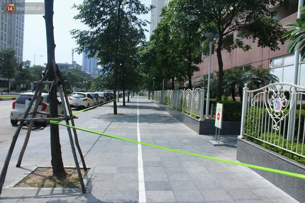 Hà Nội: Căng dây kín, phong tỏa tạm chung cư Booyoung nơi có ca dương tính SARS-CoV-2 - Ảnh 2.