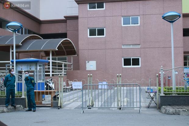 Hà Nội: Căng dây kín, phong tỏa tạm chung cư Booyoung nơi có ca dương tính SARS-CoV-2 - Ảnh 3.