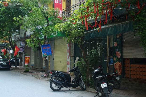 Hà Nội: Căng dây kín, phong tỏa tạm chung cư Booyoung nơi có ca dương tính SARS-CoV-2 - Ảnh 8.
