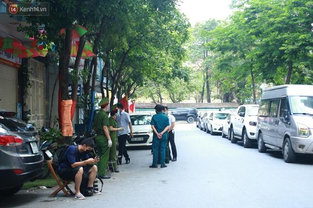 Hà Nội: Căng dây kín, phong tỏa tạm chung cư Booyoung nơi có ca dương tính SARS-CoV-2 - Ảnh 6.