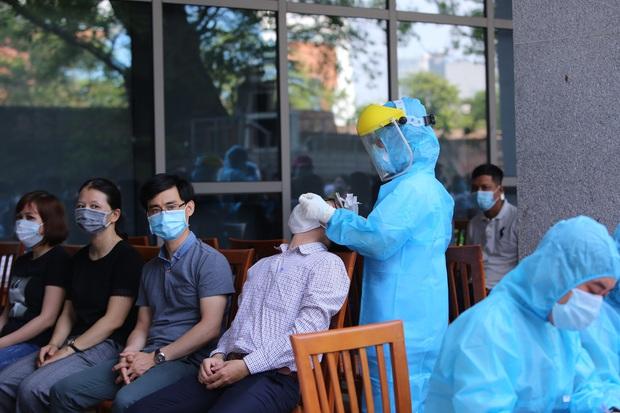 Thêm 10 ca dương tính với SARS-CoV-2 mới, Đà Nẵng đạt kỷ lục xét nghiệm thần tốc - Ảnh 1.