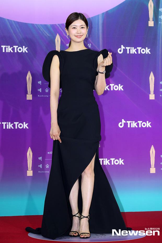 """Siêu thảm đỏ Baeksang 2021: Song Joong Ki - Kim Soo Hyun át cả nữ thần Suzy, """"ác nữ"""" Kim So Yeon o ép vòng 1 dẫn đầu đoàn sao Penthouse - Ảnh 34."""