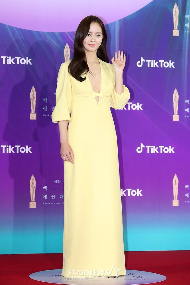 """Siêu thảm đỏ Baeksang 2021: Song Joong Ki - Kim Soo Hyun át cả nữ thần Suzy, """"ác nữ"""" Kim So Yeon o ép vòng 1 dẫn đầu đoàn sao Penthouse - Ảnh 9."""