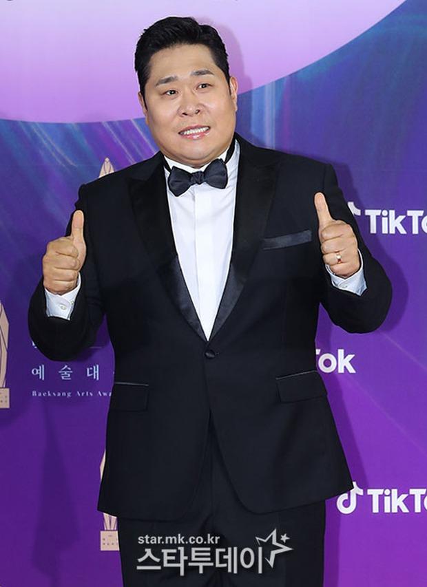 """Siêu thảm đỏ Baeksang 2021: Song Joong Ki - Kim Soo Hyun át cả nữ thần Suzy, """"ác nữ"""" Kim So Yeon o ép vòng 1 dẫn đầu đoàn sao Penthouse - Ảnh 58."""