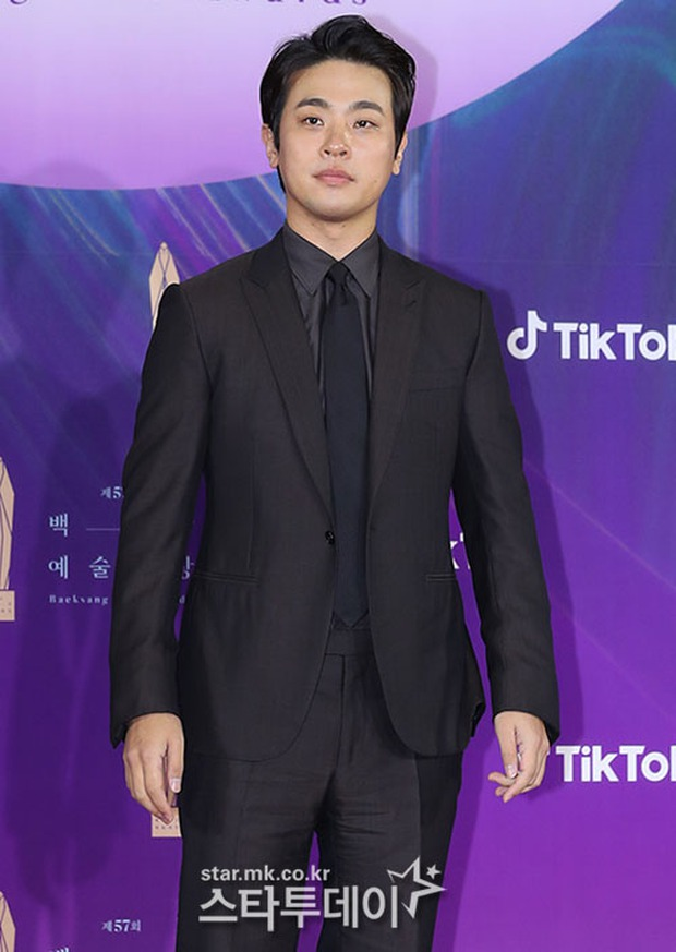 """Siêu thảm đỏ Baeksang 2021: Song Joong Ki - Kim Soo Hyun át cả nữ thần Suzy, """"ác nữ"""" Kim So Yeon o ép vòng 1 dẫn đầu đoàn sao Penthouse - Ảnh 52."""