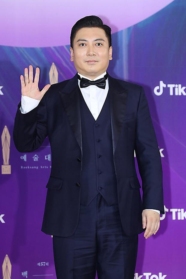 """Siêu thảm đỏ Baeksang 2021: Song Joong Ki - Kim Soo Hyun át cả nữ thần Suzy, """"ác nữ"""" Kim So Yeon o ép vòng 1 dẫn đầu đoàn sao Penthouse - Ảnh 57."""