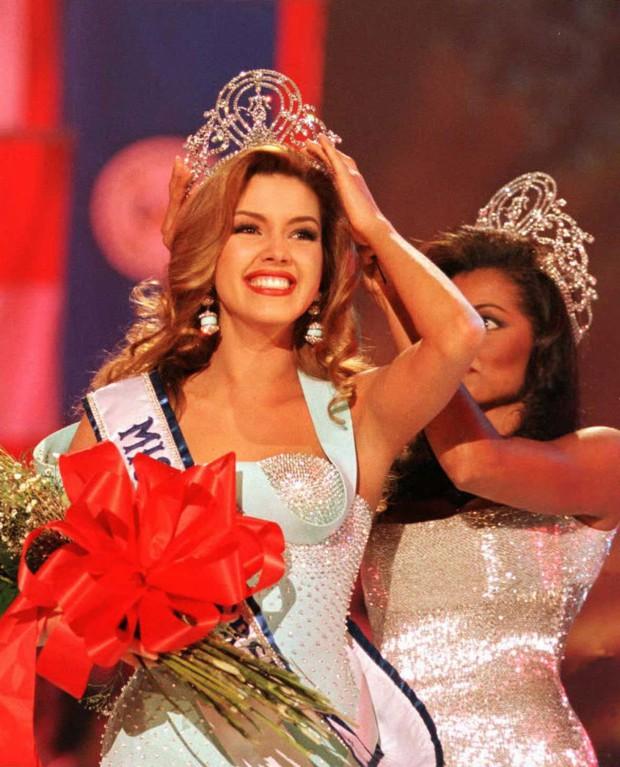 4 sự vụ chấn động lịch sử Miss Universe: Hoa hậu suýt mất ngôi vì béo, trao nhầm vương miện, Donald Trump gây sốc vì loạt phát ngôn - Ảnh 9.