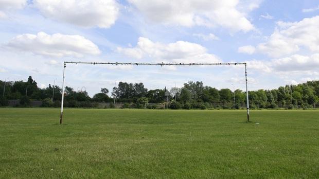 Cầu thủ 9 tuổi bị sét đánh tử vong thương tâm khi đang tập luyện trên sân cùng các đồng đội - Ảnh 1.