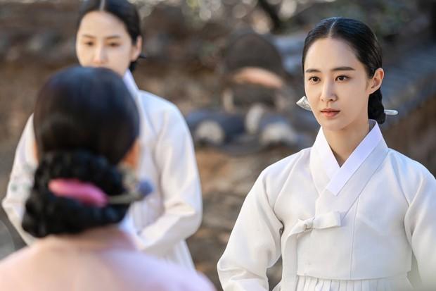 Bộ tứ idol Hàn đẹp hút hồn khi hóa mỹ nữ cổ trang: IU hay Yoona mới là chân ái của đời bạn? - Ảnh 3.
